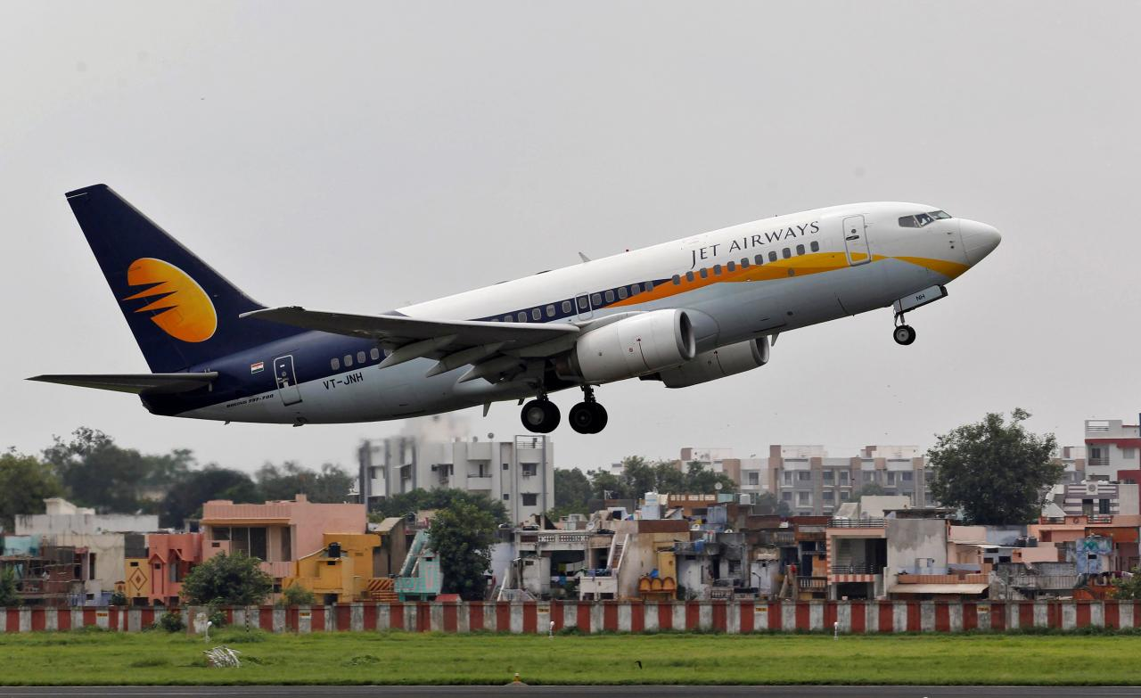 India's Jet Airways cutting junior pilot pay to trim costs: sources