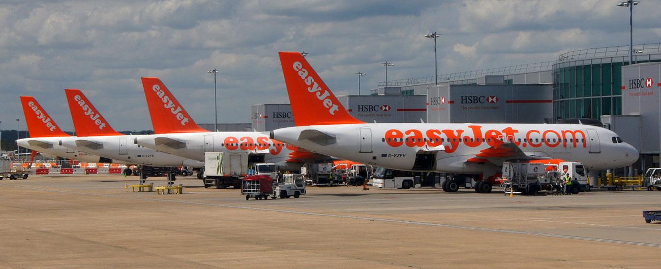 EasyJet A320 damaged after chocks prematurely removed