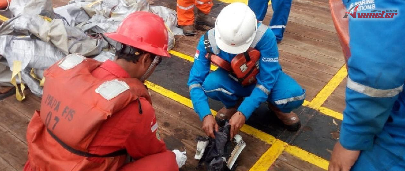 Lion Air crash: Boeing 737 plane crashes in sea off Jakarta